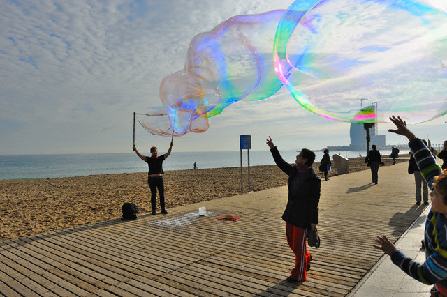 Performance with Giant Soap Bubbles at Barceloneta