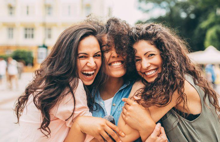 4 benefícios comprovados pela ciência sobre a amizade